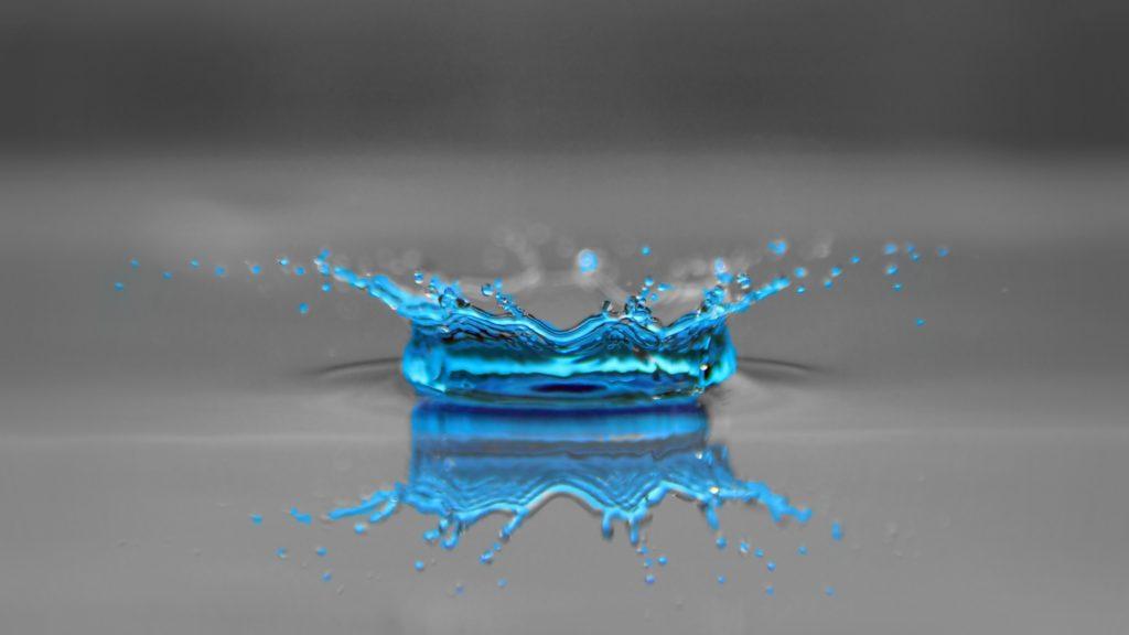 blue-drop-of-water-2560x1440-wallpaper-15249